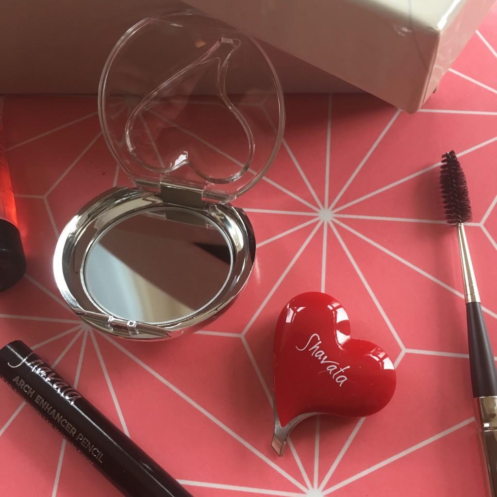 Shavata brow studio brow kit tweezers